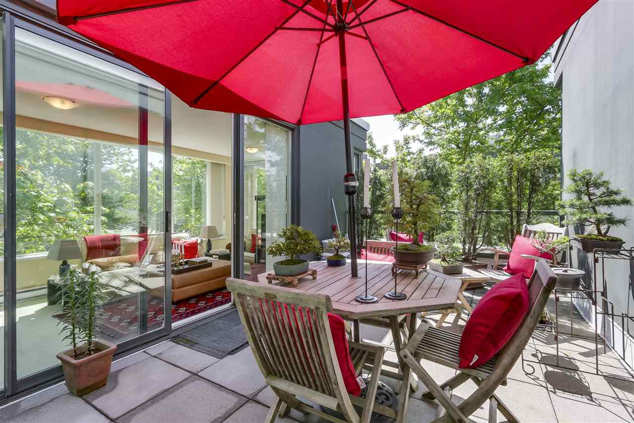 """Main Photo: 2295 HEMLOCK Street in Vancouver: Fairview VW Townhouse for sale in """"SIENA @ PORTICO"""" (Vancouver West)  : MLS®# R2382732"""