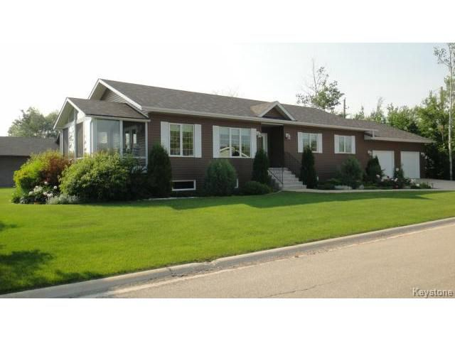 Main Photo: 27 Kara Court in LACDUBON: Manitoba Other Residential for sale : MLS®# 1408510