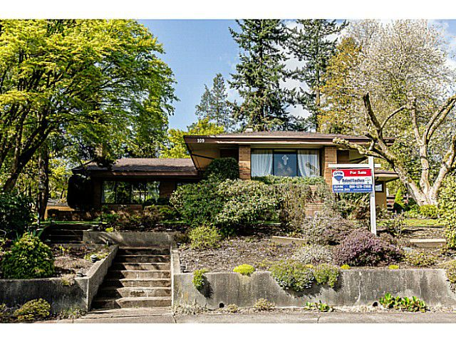 Main Photo: 109 COLLEGE CRT Court in New Westminster: Queens Park House for sale : MLS®# V1116800