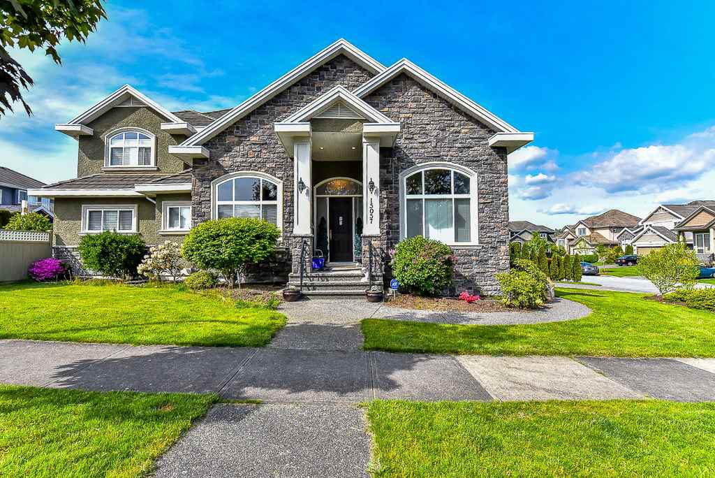 Main Photo: 15057 76A Avenue in Surrey: East Newton House for sale : MLS®# R2062395