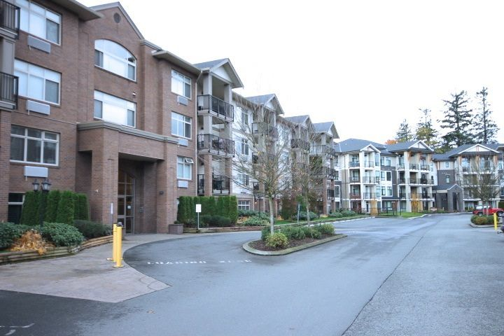 """Main Photo: 114 45753 STEVENSON Road in Sardis: Sardis East Vedder Rd Condo for sale in """"PARK PLACE II"""" : MLS®# R2118902"""