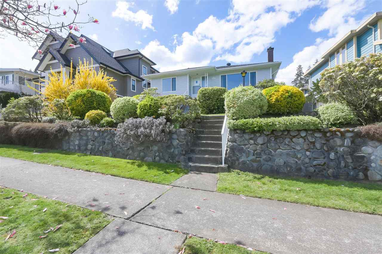 Main Photo: 557 GARFIELD Street in New Westminster: The Heights NW House for sale : MLS®# R2359897