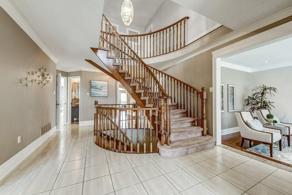 Photo 5: Photos: 2093 COUNTRY CLUB Drive in Burlington: Residential for sale : MLS®# H4051676