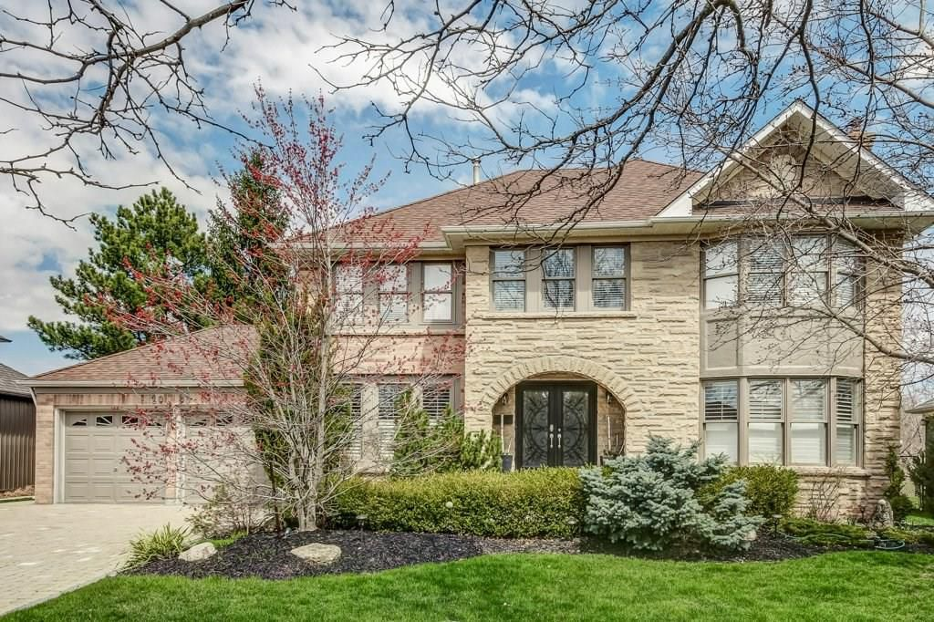 Main Photo: 2093 COUNTRY CLUB Drive in Burlington: Residential for sale : MLS®# H4051676