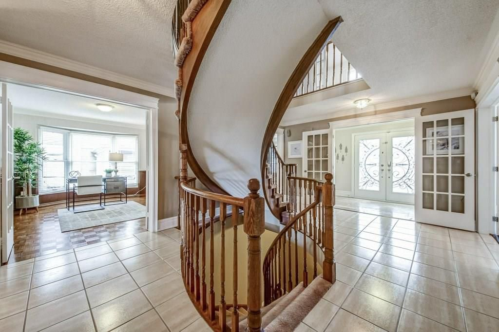Photo 4: Photos: 2093 COUNTRY CLUB Drive in Burlington: Residential for sale : MLS®# H4051676