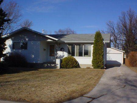 Main Photo: 18 Cabot Cresc.: Residential for sale (St. Vital)  : MLS®# 2303892