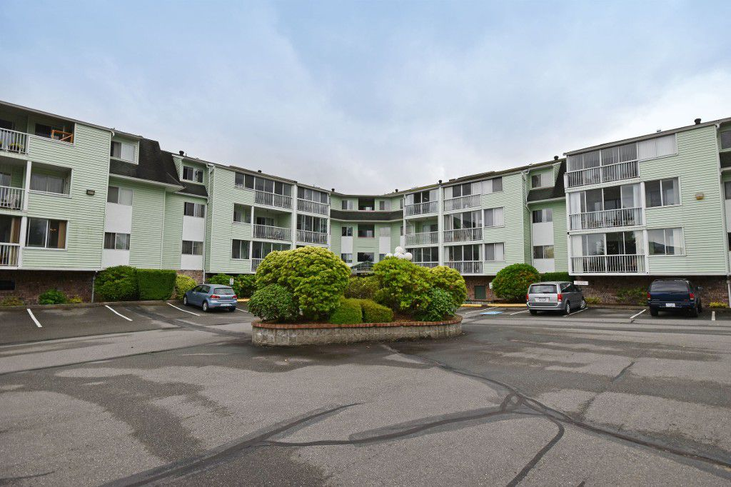 "Main Photo: 103 31850 UNION Avenue in Abbotsford: Abbotsford West Condo for sale in ""FERNWOOD MANOR"" : MLS®# R2178233"