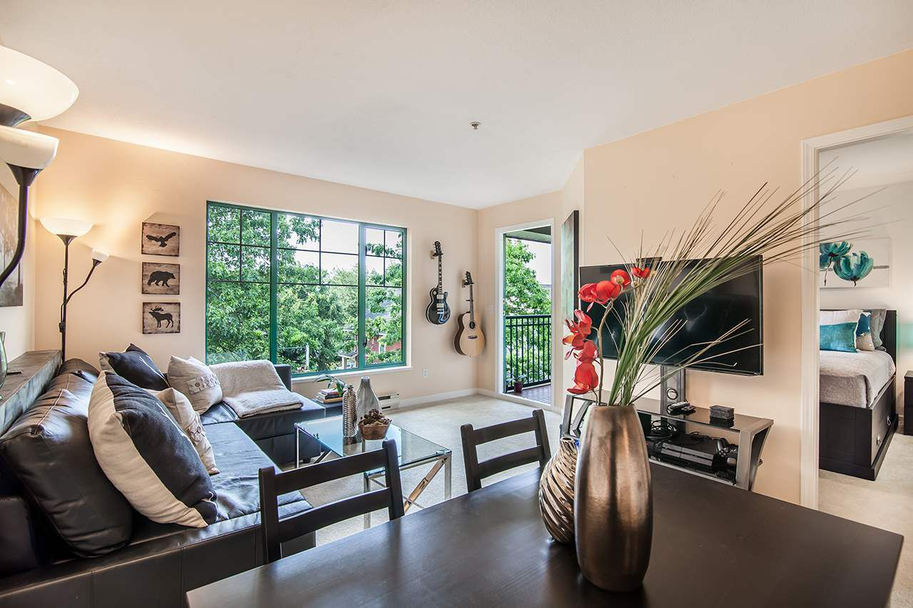 """Main Photo: 409 929 W 16TH Avenue in Vancouver: Fairview VW Condo for sale in """"OAKVIEW GARDENS"""" (Vancouver West)  : MLS®# R2189624"""