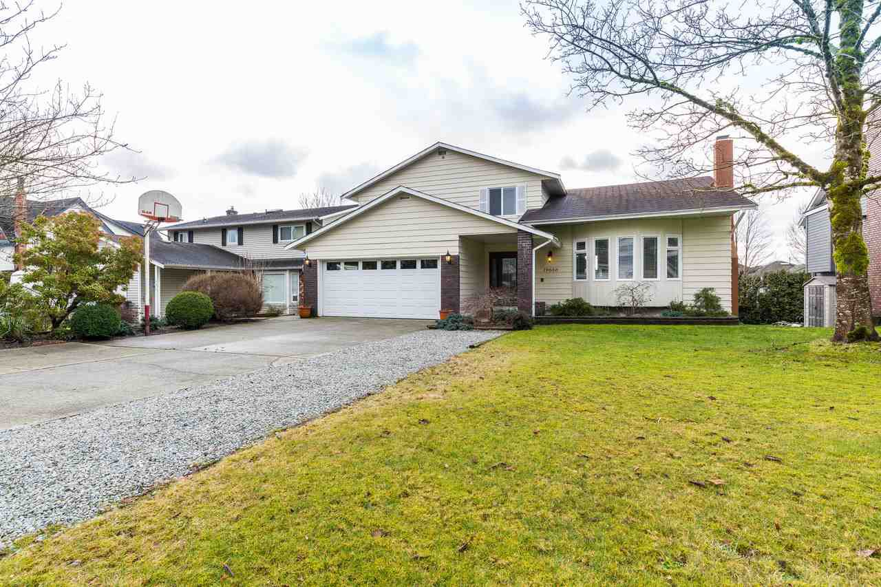 Main Photo: 19666 S WILDWOOD Crescent in Pitt Meadows: South Meadows House for sale : MLS®# R2236917
