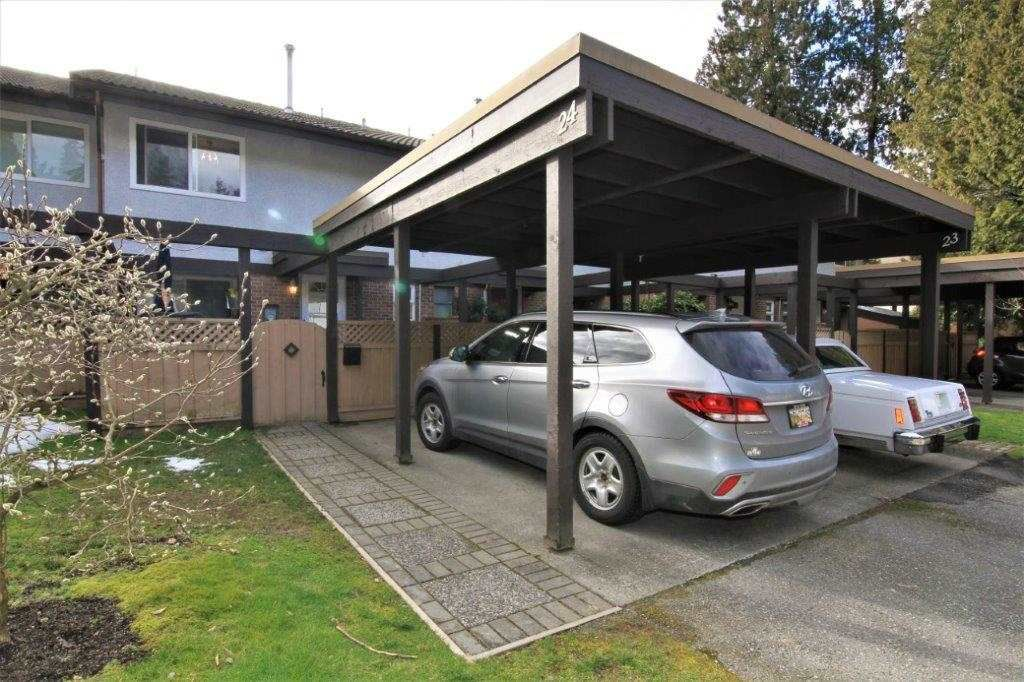 """Main Photo: 24 3046 COAST MERIDIAN Road in Port Coquitlam: Birchland Manor Townhouse for sale in """"WOODSIDE ESTATES"""" : MLS®# R2245751"""