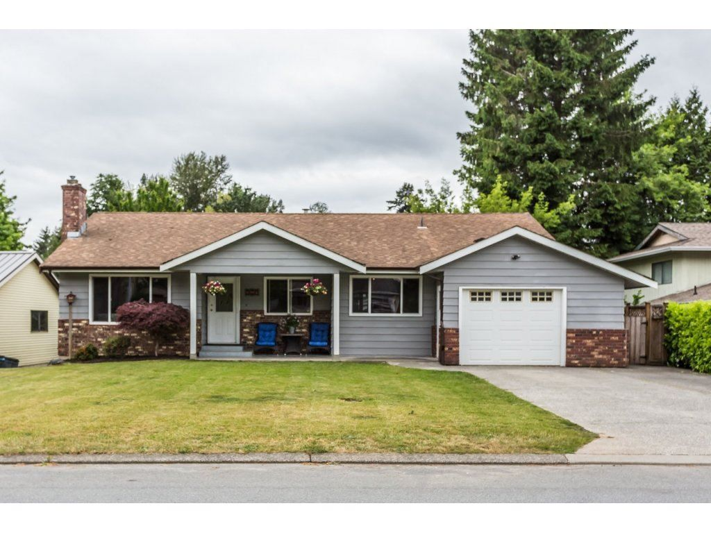 "Main Photo: 3633 BURNSIDE Drive in Abbotsford: Abbotsford East House for sale in ""SANDY HILL"" : MLS®# R2274309"