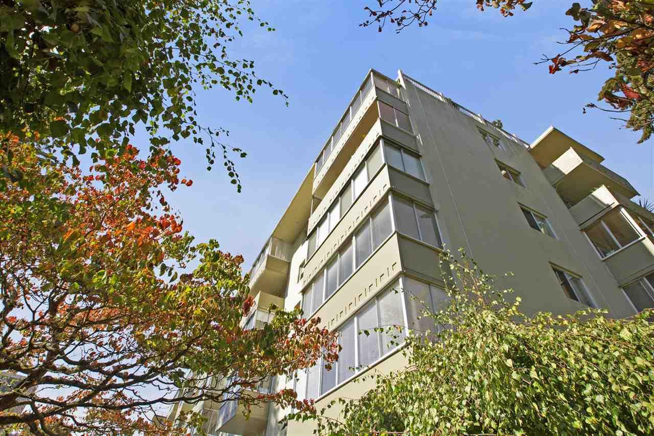 "Main Photo: 404 1425 ESQUIMALT Avenue in West Vancouver: Ambleside Condo for sale in ""OCEANBROOK in Ambleside"" : MLS®# R2308275"