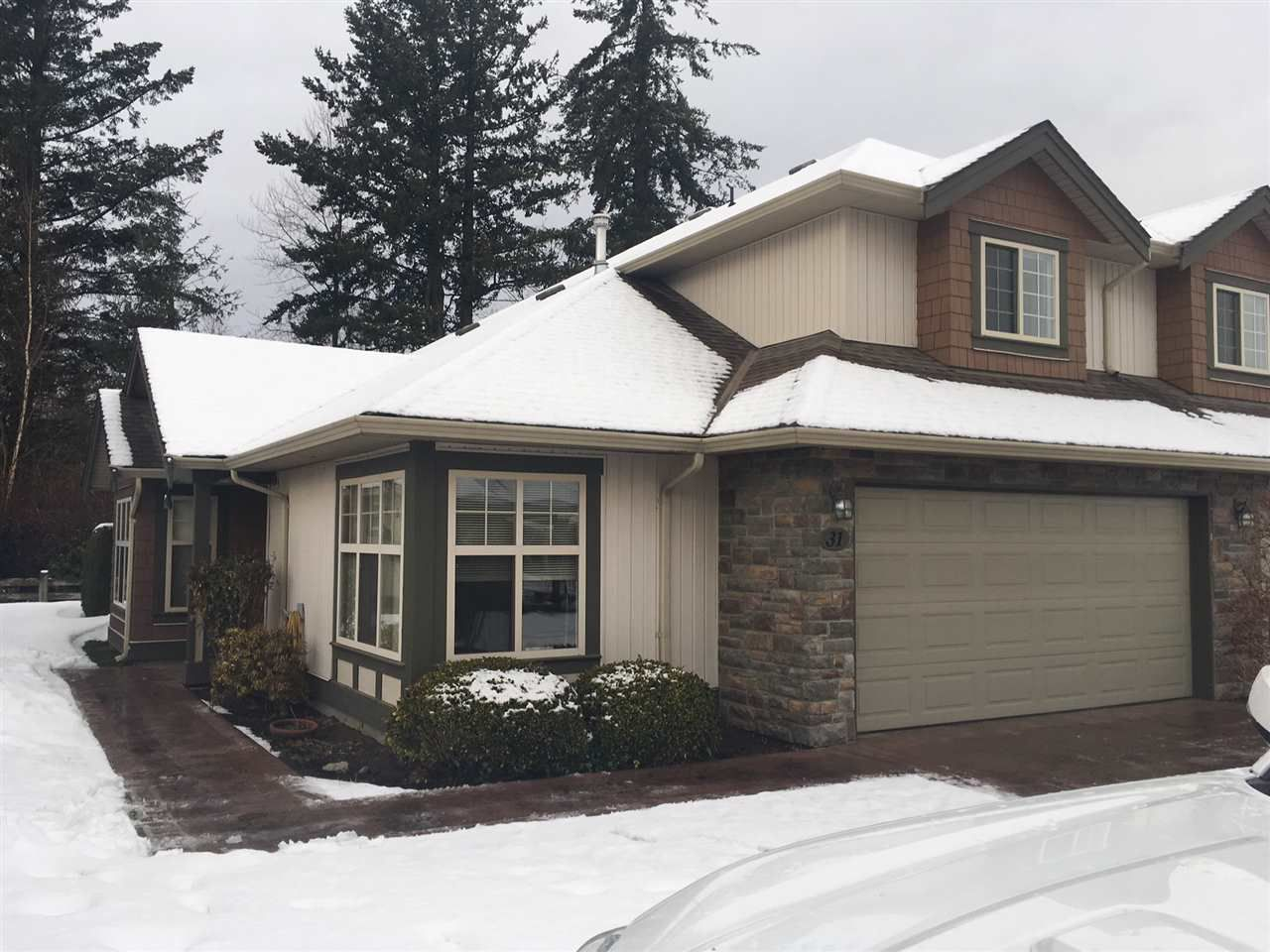 """Main Photo: 31 6887 SHEFFIELD Way in Sardis: Sardis East Vedder Rd Townhouse for sale in """"Parksfield"""" : MLS®# R2342885"""