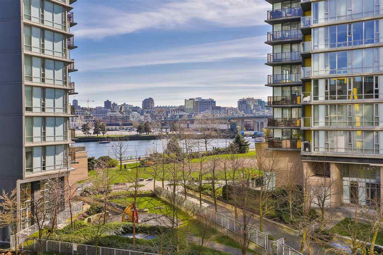"""Main Photo: 503 33 SMITHE Street in Vancouver: Yaletown Condo for sale in """"COOPER'S LOOKOUT"""" (Vancouver West)  : MLS®# R2046683"""