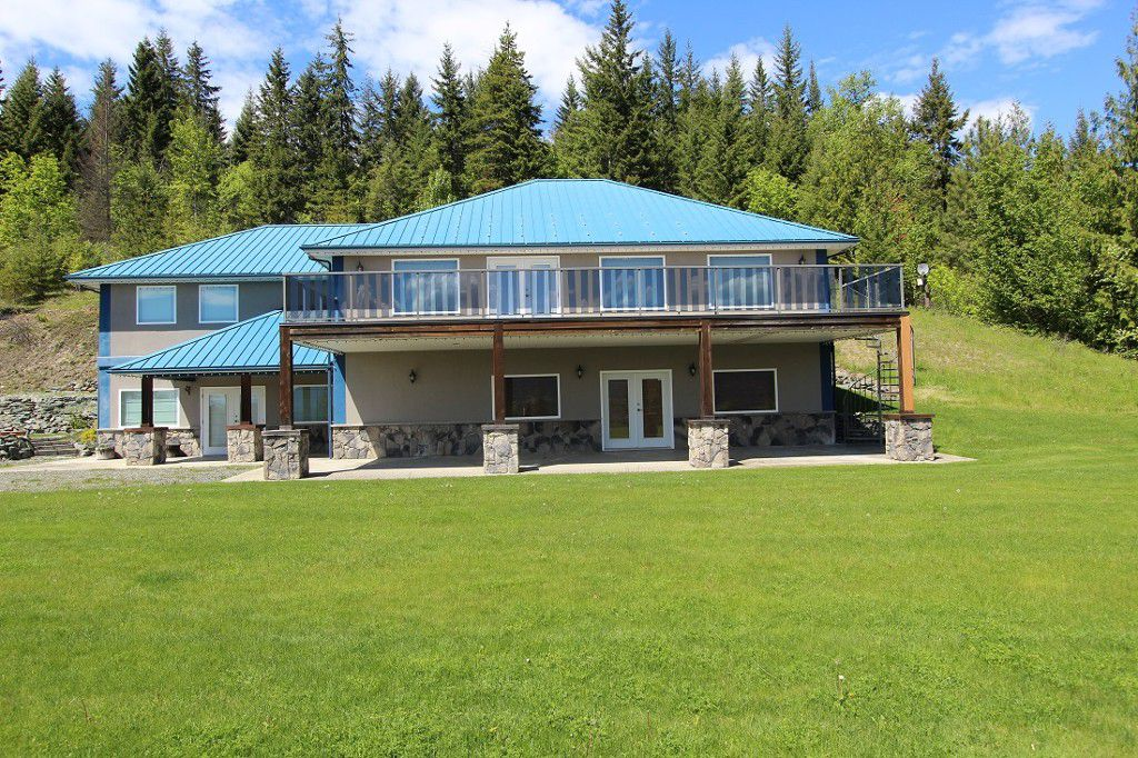 Main Photo: 4429 Squilax Anglemont Road in Scotch Creek: North Shuswap Residential Detached for sale (Shuswap)  : MLS®# 10135107