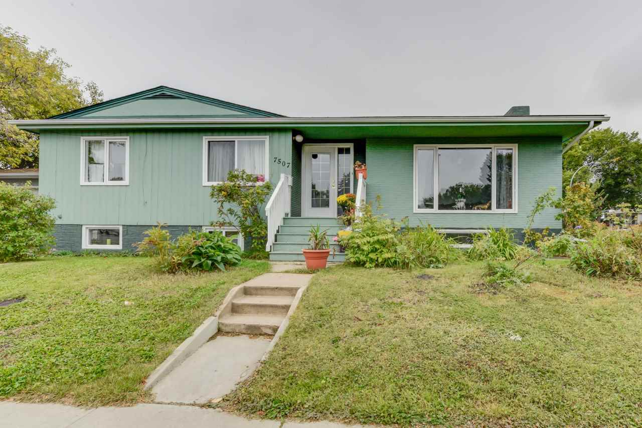 Main Photo: 7507 98 Avenue in Edmonton: Zone 18 House for sale : MLS®# E4113694