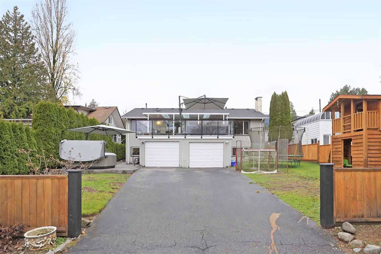 """Main Photo: 261 W QUEENS Road in North Vancouver: Upper Lonsdale House for sale in """"Upper Lonsdale"""" : MLS®# R2324974"""