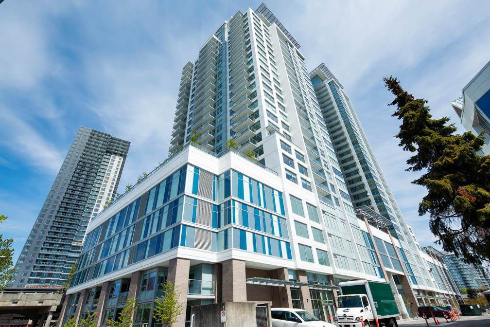 """Main Photo: 2106 988 QUAYSIDE Drive in New Westminster: Quay Condo for sale in """"Riversky2 by Bosa"""" : MLS®# R2367923"""