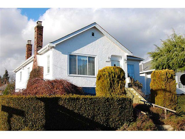 Main Photo: 1737 LONDON Street in New Westminster: West End NW House for sale : MLS®# V999010