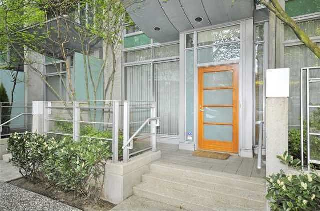 Main Photo: 1235 ALBERNI Street in Vancouver: West End VW Townhouse for sale (Vancouver West)  : MLS®# R2015149