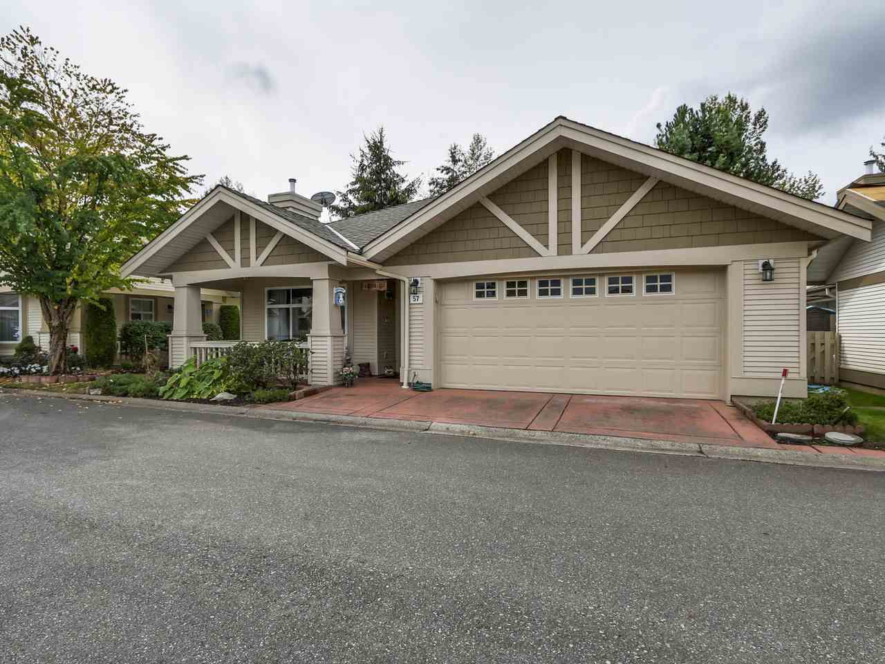 "Main Photo: 57 8555 209TH Street in Langley: Walnut Grove Townhouse for sale in ""AUTUMNWOOD"" : MLS®# R2138283"