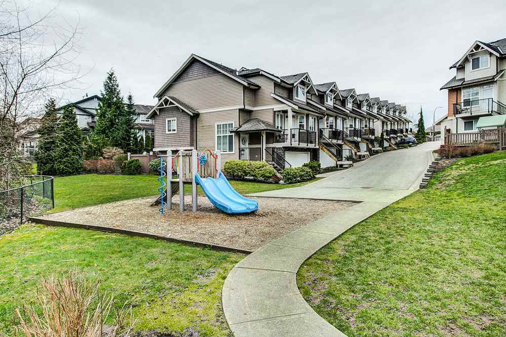 "Main Photo: 28 11720 COTTONWOOD Drive in Maple Ridge: Cottonwood MR Townhouse for sale in ""COTTONWOOD GREEN"" : MLS®# R2249775"