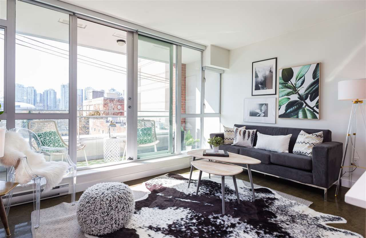"""Main Photo: 404 221 UNION Street in Vancouver: Mount Pleasant VE Condo for sale in """"V6A"""" (Vancouver East)  : MLS®# R2259778"""