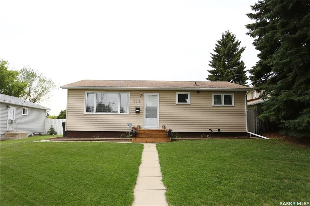 Main Photo: 3315 John A. Macdonald Road in Saskatoon: Confederation Park Residential for sale : MLS®# SK754239