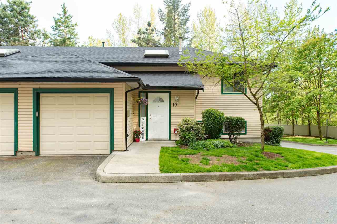 """Main Photo: 19 21960 RIVER Road in Maple Ridge: West Central Townhouse for sale in """"FOXBOROUGH HILLS"""" : MLS®# R2364203"""