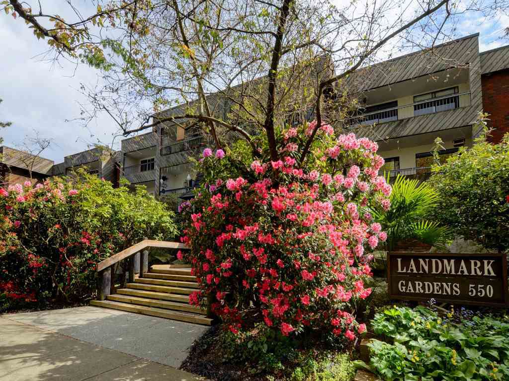 "Main Photo: 308 550 E 6TH Avenue in Vancouver: Mount Pleasant VE Condo for sale in ""LANDMARK GARDENS"" (Vancouver East)  : MLS®# R2365201"