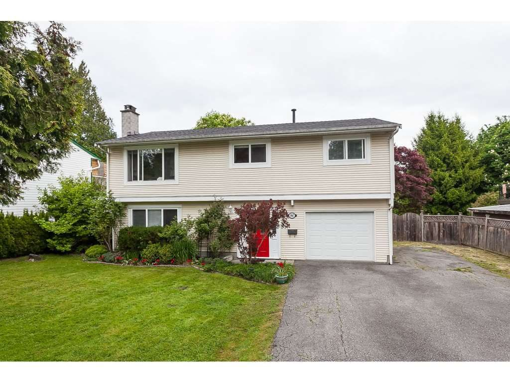 Main Photo: 19867 48 Avenue in Langley: Langley City House for sale : MLS®# R2369431