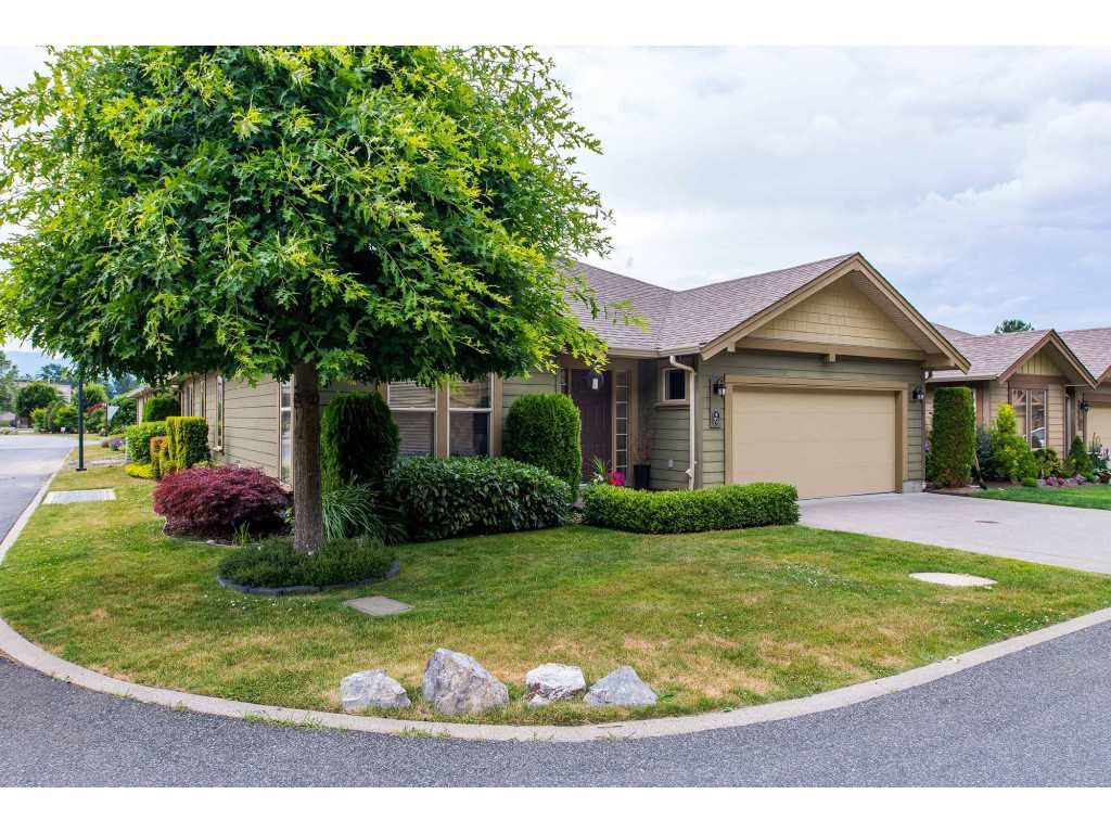 """Main Photo: 73 46000 THOMAS Road in Sardis: Sardis East Vedder Rd House for sale in """"Halcyon Meadows"""" : MLS®# R2383821"""