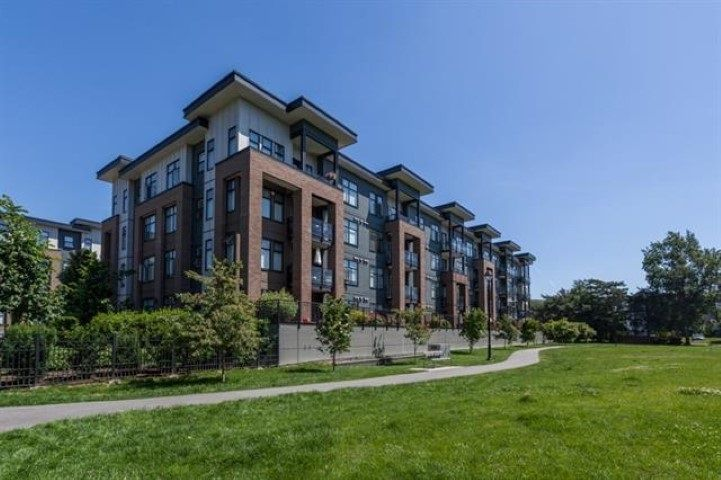 Main Photo: 403 20068 FRASER Highway in Langley: Langley City Condo for sale : MLS®# R2277235