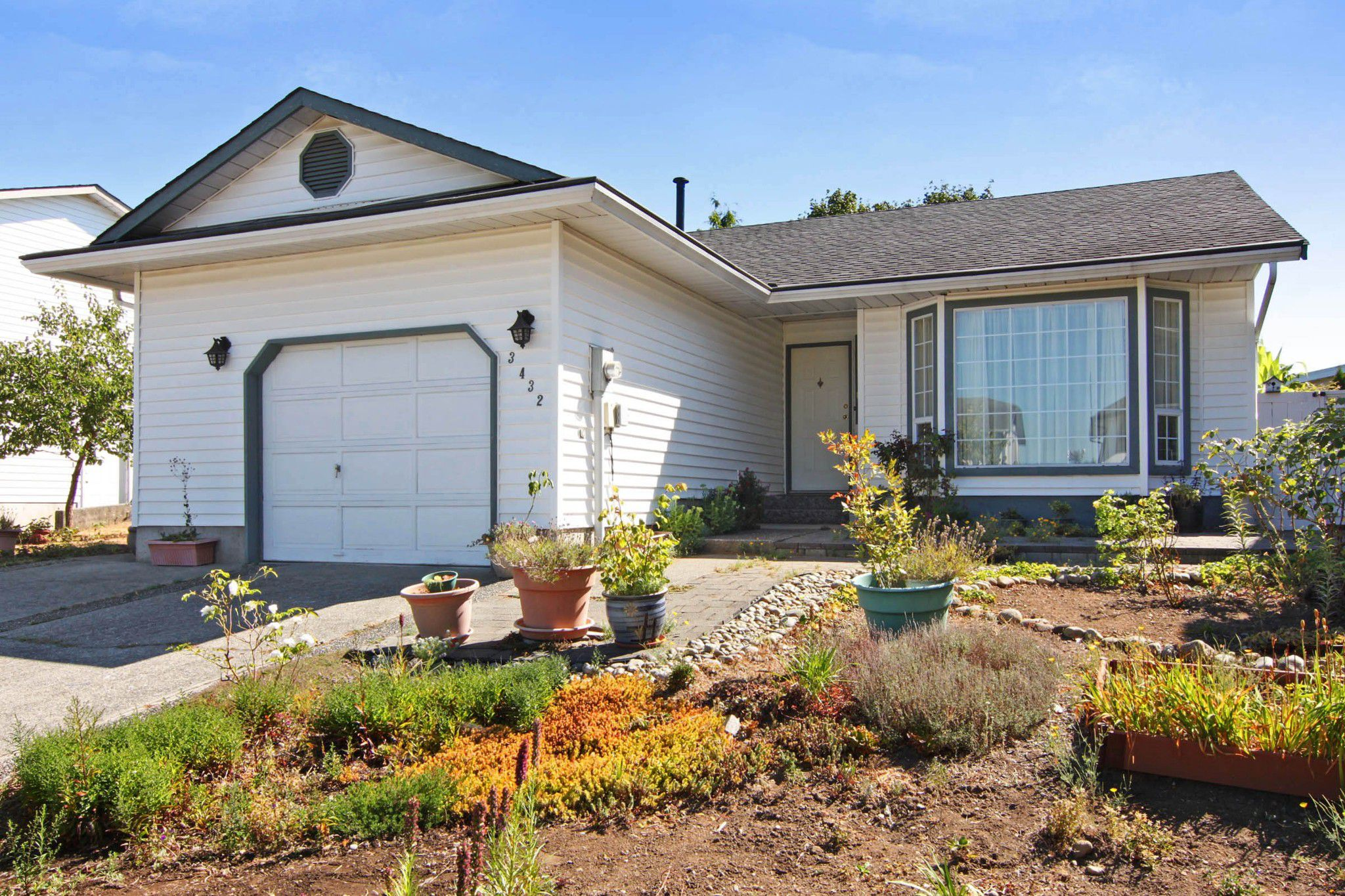 Main Photo: 3432 OKANAGAN Drive in Abbotsford: Abbotsford West House for sale : MLS®# R2294933