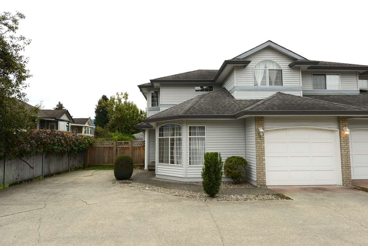 """Main Photo: 7 9457 BROADWAY Street in Chilliwack: Chilliwack E Young-Yale Townhouse for sale in """"Cobblestone"""" : MLS®# R2311941"""