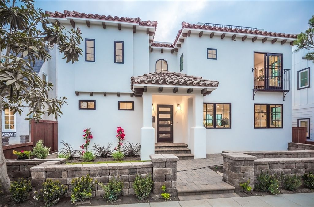 Main Photo: LA JOLLA House for sale : 4 bedrooms : 6756 Tyrian