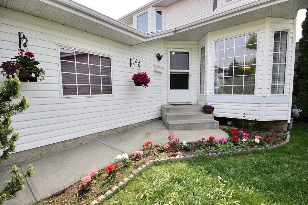 Main Photo: 11319 171 Avenue in Edmonton: Zone 27 House for sale : MLS®# E4157787