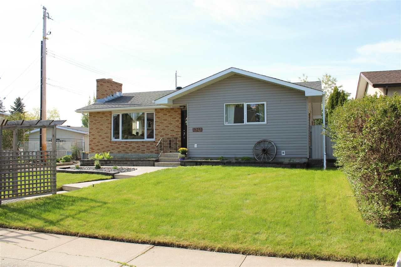 Main Photo: 5303 92B Avenue in Edmonton: Zone 18 House for sale : MLS®# E4158787