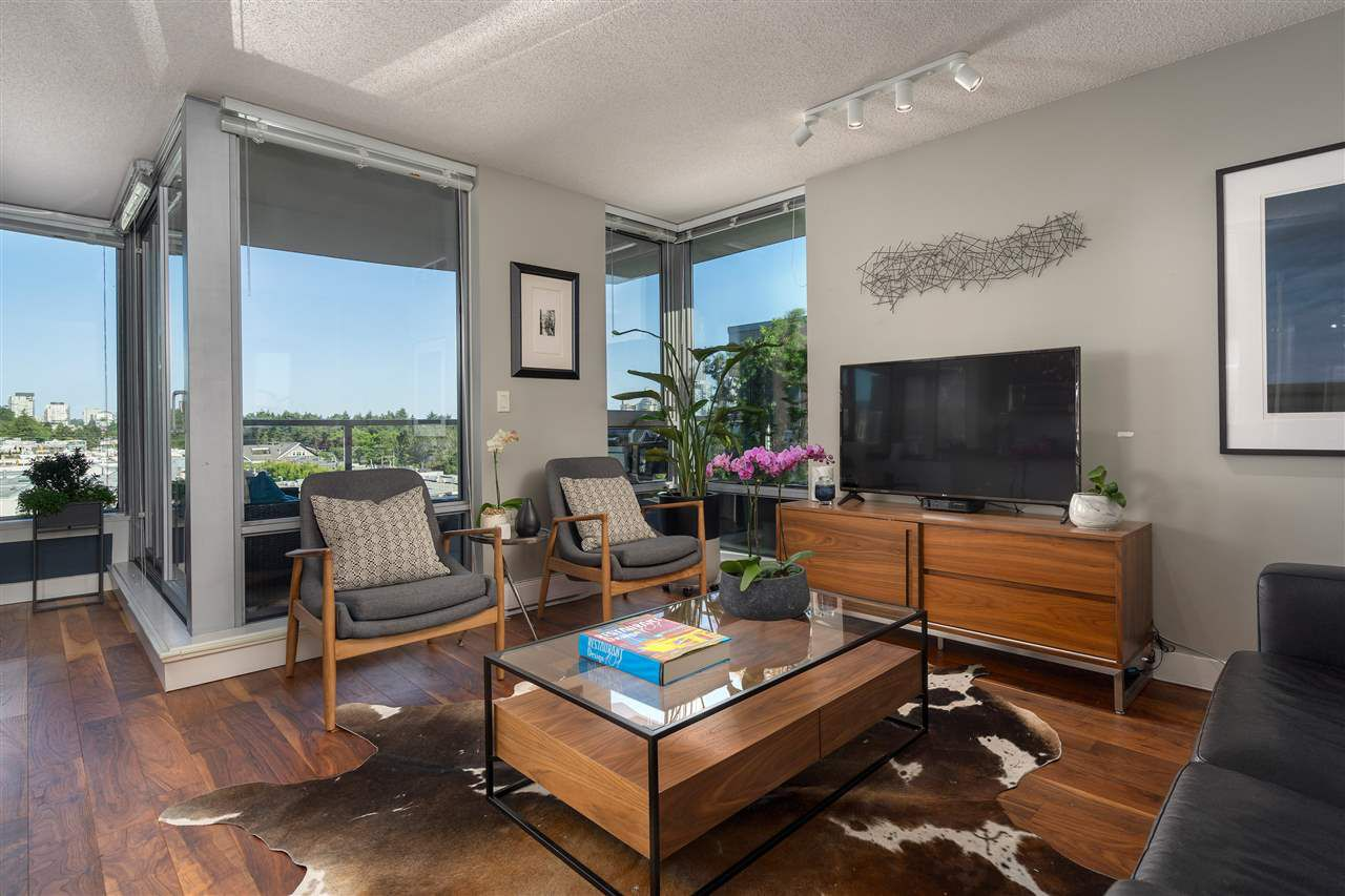"Main Photo: 606 587 W 7TH Avenue in Vancouver: Fairview VW Condo for sale in ""AFFINITI"" (Vancouver West)  : MLS®# R2382646"