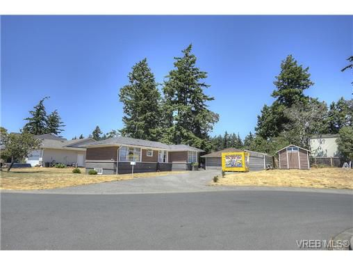 Main Photo: 300 Kenning Court in VICTORIA: Co Lagoon Single Family Detached for sale (Colwood)  : MLS®# 353425
