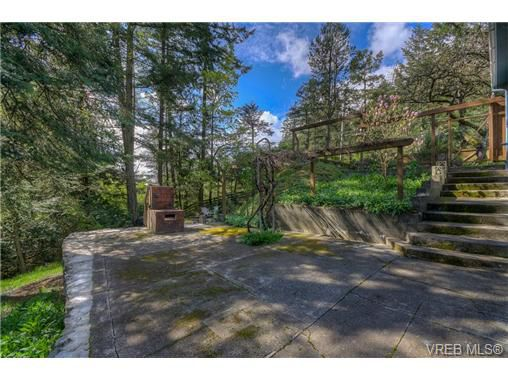 Main Photo: 100 Goward Road in VICTORIA: SW Prospect Lake Residential for sale (Saanich West)  : MLS®# 362852