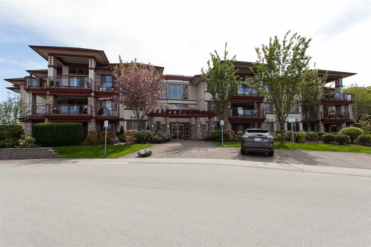 """Main Photo: 105 16447 64 Avenue in Surrey: Cloverdale BC Condo for sale in """"St. Andrew's"""" (Cloverdale)  : MLS®# R2264065"""