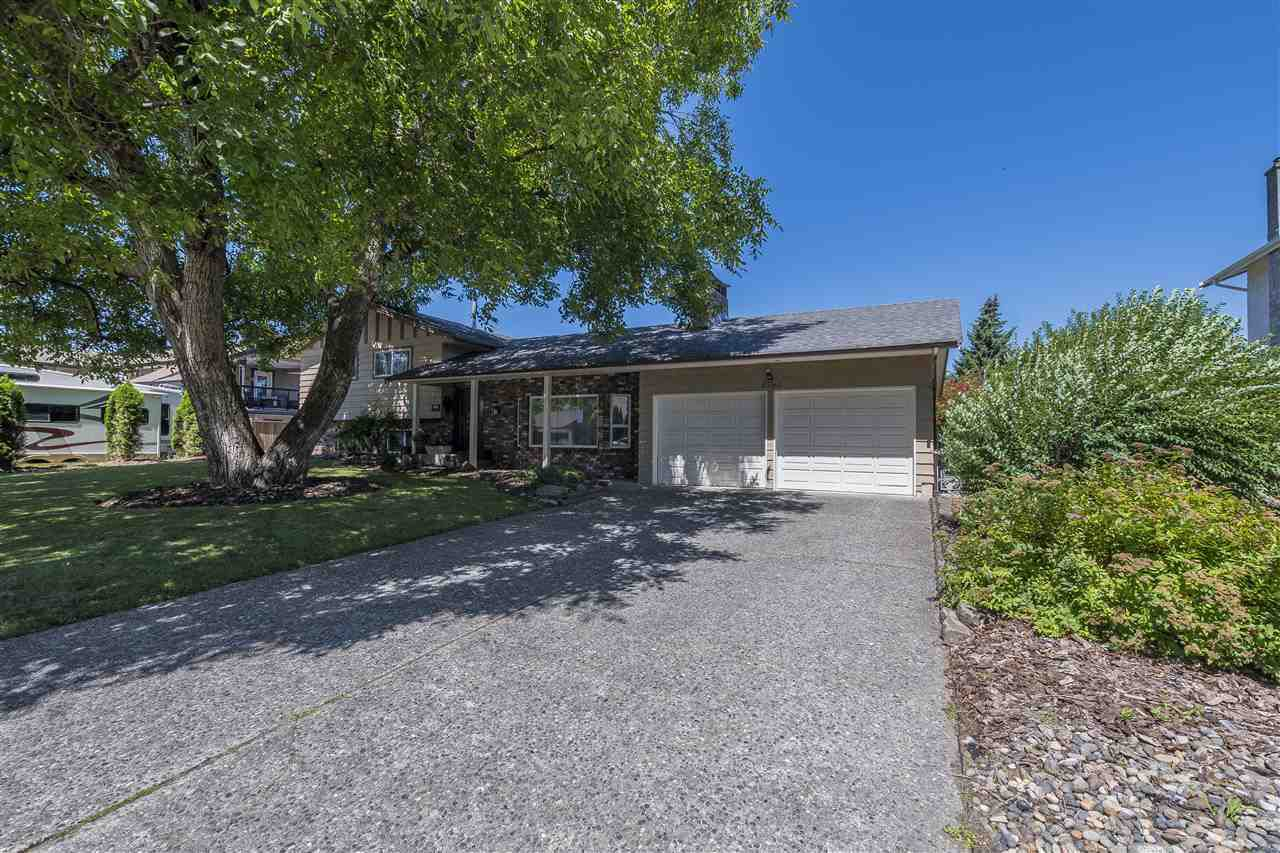 Main Photo: 45161 INSLEY Avenue in Sardis: Sardis West Vedder Rd House for sale : MLS®# R2289301