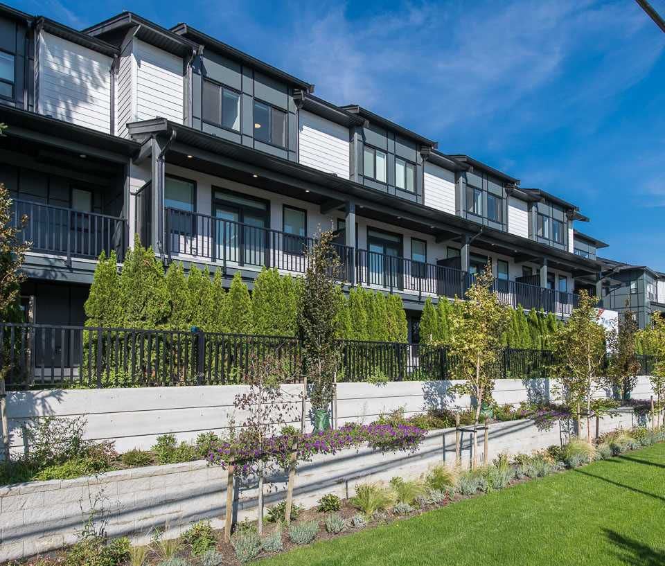 """Main Photo: 29 34825 DELAIR Road in Abbotsford: Abbotsford East Townhouse for sale in """"Breeze"""" : MLS®# R2368520"""
