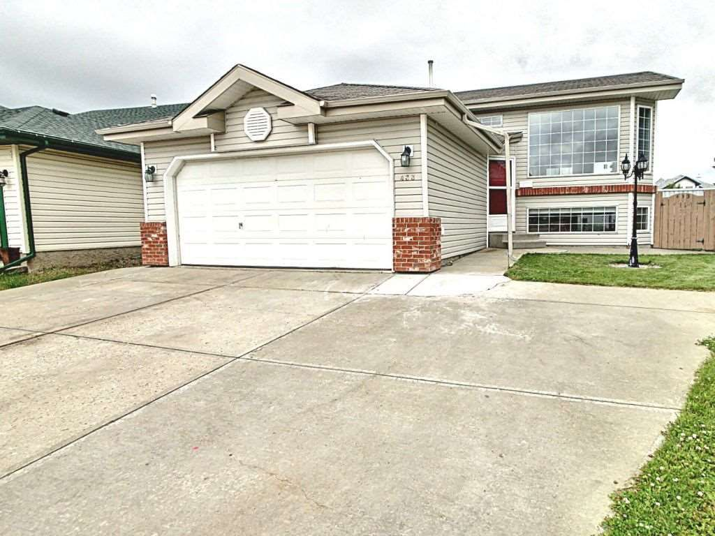 Main Photo:  in Edmonton: Zone 28 House for sale : MLS®# E4165411