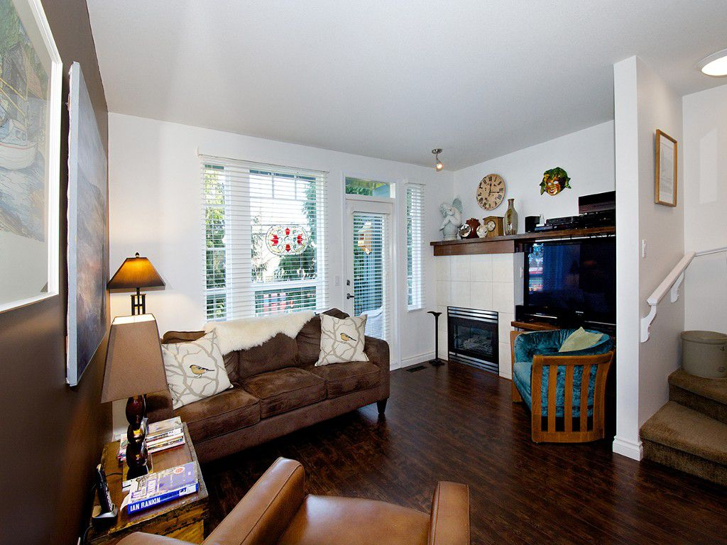 """Main Photo: 2 4787 57TH Street in Ladner: Delta Manor Townhouse for sale in """"VILLAGE GREEN"""" : MLS®# V1100191"""