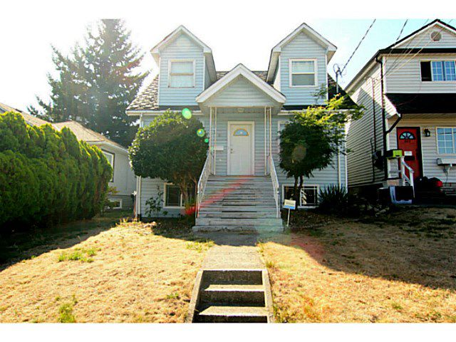 Main Photo: 325 E SIXTH Avenue in New Westminster: The Heights NW House for sale : MLS®# V1141144