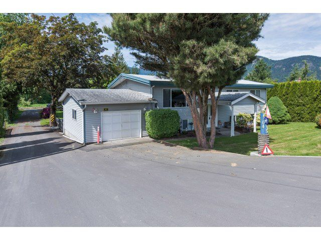 Main Photo: 10435 YOUNG Road in Chilliwack: Fairfield Island House for sale : MLS®# R2057779