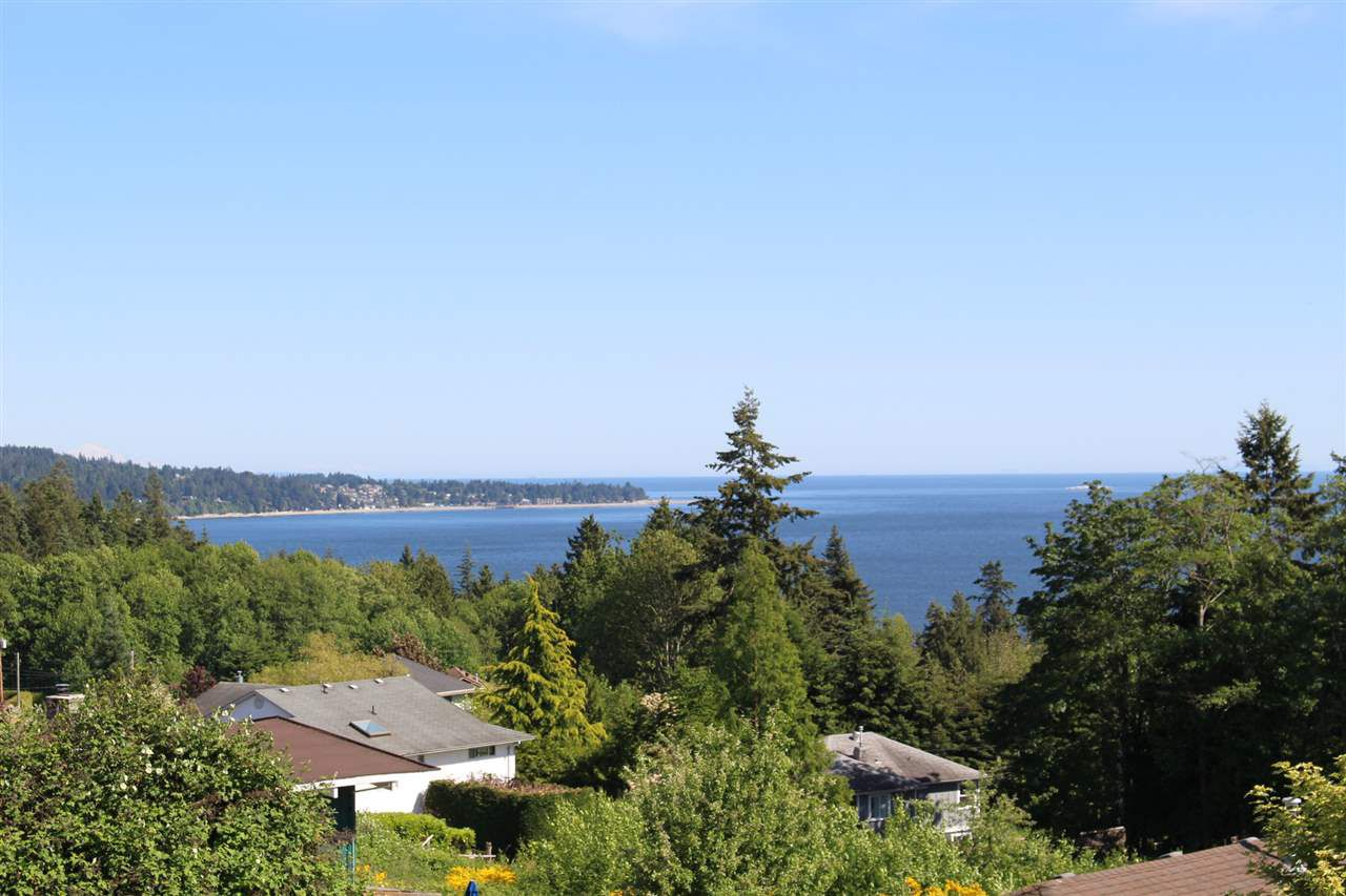 "Photo 5: Photos: 6225 SUNRISE Boulevard in Sechelt: Sechelt District House for sale in ""WEST SECHELT"" (Sunshine Coast)  : MLS®# R2067064"