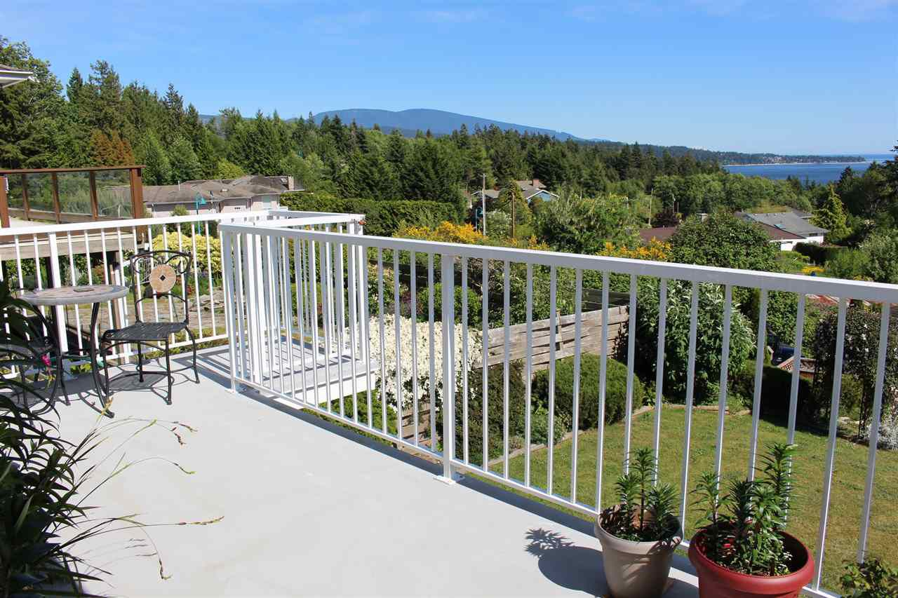 "Photo 10: Photos: 6225 SUNRISE Boulevard in Sechelt: Sechelt District House for sale in ""WEST SECHELT"" (Sunshine Coast)  : MLS®# R2067064"